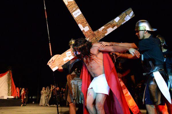 En Viernes Santo, se representó la Pasíón de Cristo en San Fernando