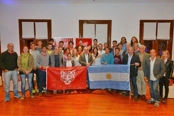Julio Zamora agasajó a los remeros que participarán en el Sudamericano de Brasil
