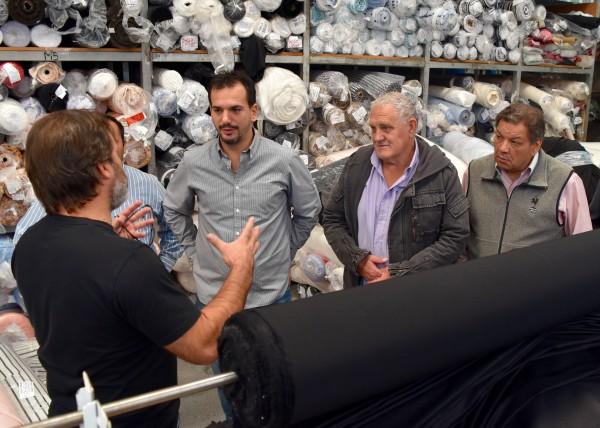 El senador provincial Sebastián Galmarini recorrió, junto a los concejales del Frente Renovador Gonzalo Beccar Varela y Juan Medina, la empresa textil Zhoue, ubicada en la localidad de Villa Adelina, que actualmente emplea a 180 personas.