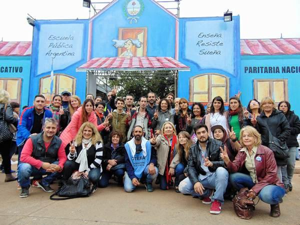 Agrupaciones peronistas de Vicente López apoyaron a los docentes en la Escuela Itinerante