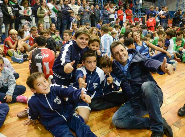 Sergio Massa, durante su visita a Chivilcoy, donde participó en la entrega de materiales deportivos para  34 instituciones locales