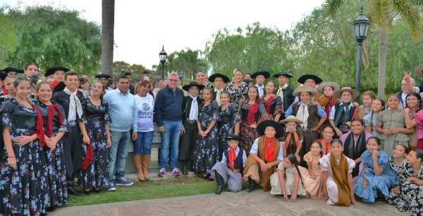 El Municipio de Tigre junto al Rotary Club organizaron un encuentro artístico para toda la familia en la plaza distintiva de la localidad. El intendente de Tigre, Julio Zamora, compartió del encuentro con cientos de vecinos y artistas.