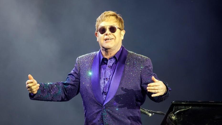 El músico pop británico Elton John se recupera tras padecer una infección