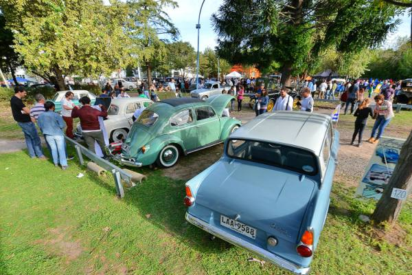 En el Aniversario de General Pacheco una caravana de autos antiguos convocó a más de 1.500 vecinos