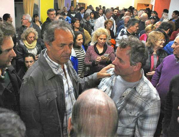 """Scioli visitó San Fernando y dijo que el gobierno hace """"ajuste tras ajuste"""""""
