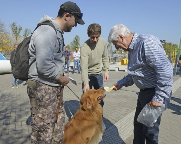 El Intendente Luis Andreotti y el Diputado Provincial Juan Andreotti acompañaron a cientos de vecinos que se acercaron con sus perros y gatos al barrio Infico