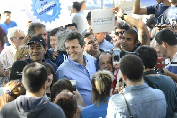 ergio Massa participó en Gonzalez Catán del festejo del Día del Trabajador junto a empleados de Comercio