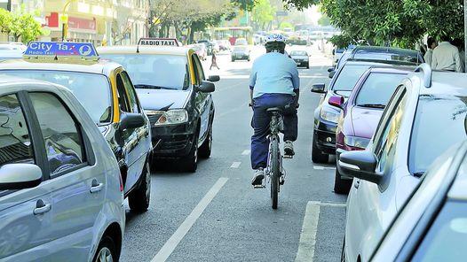 Ocho de cada 10 ciclistas no cumplen con la Ley