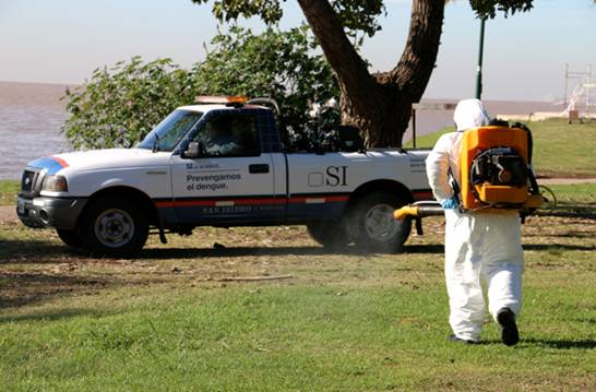 Ante la ola de mosquitos en San Isidro intensifican los operativos de fumigación