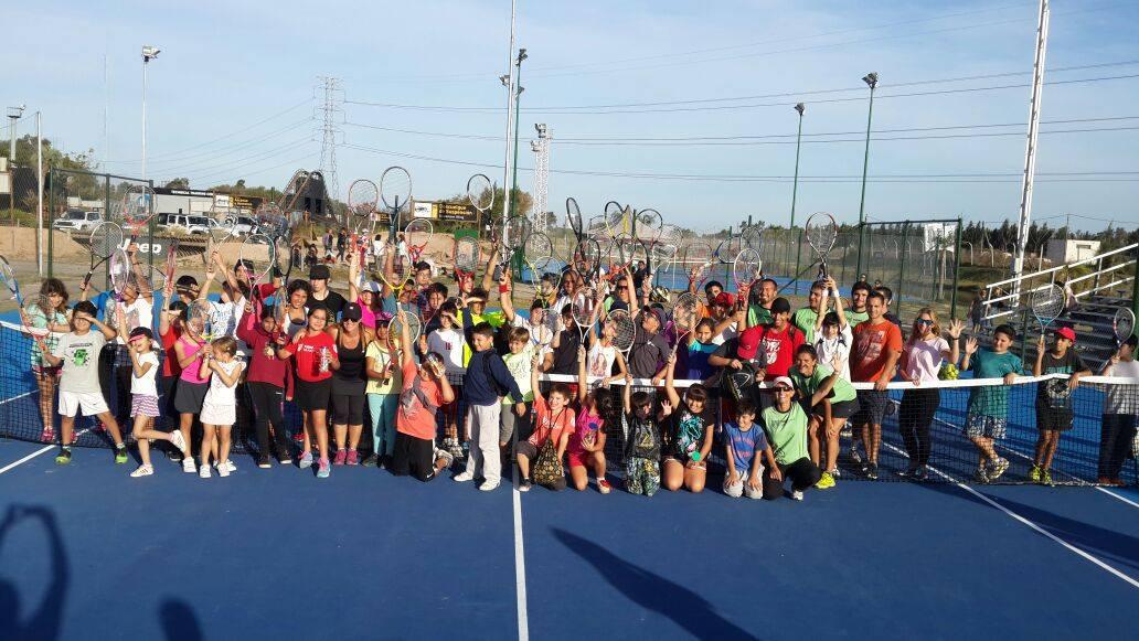 Chicos de la Escuela Municipal de Tenis de Tigre participaron de otra jornada a puro deporte