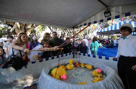 Con kermesse, música y acrobacias aéreas, San Isidro celebró sus fiestas patronales