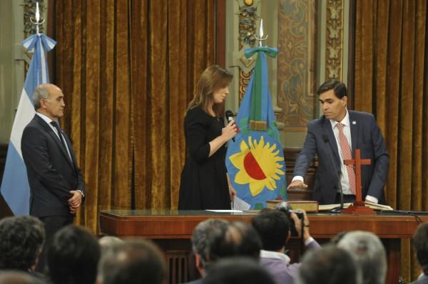 Vidal tomó juramento al nuevo ministro de la producción, Javier Tizado
