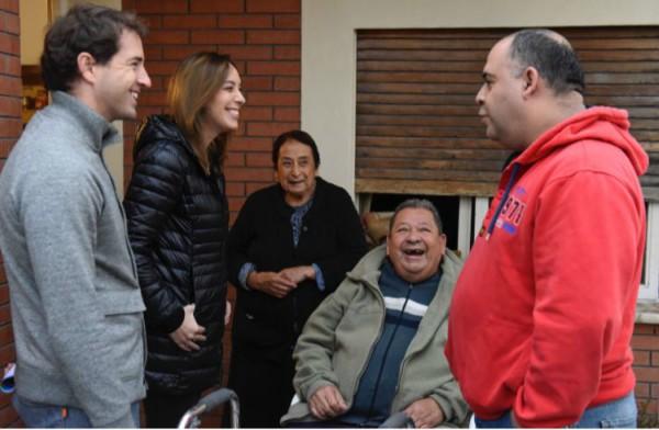 La gobernadora María Eugenia Vidal recorrió la localidad de Luis Guillón, en el partido de Esteban Echeverría, junto al subsecretario de Tierras, Urbanismo y Vivienda bonaerense, Evert Van Tooren.