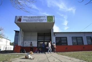Realizaron un acto de desagravio frente a escuela donde una docente fue agredida por la madre de un alumno ()