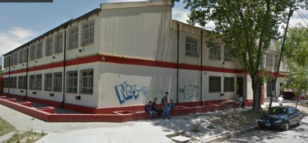 El hecho se produjo esta tarde, pasadas las 13 horas en la EES Nro 13, que comparte edificio  con al EP 11 y está ubicada en la esquina de French y Da Vinci en Troncos del Talar en el partido de Tigre.