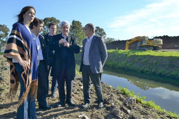 La gobernadora  recorrió las obras del arroyo Tres Horquetas, en  San Fernando