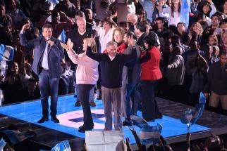 """Los referentes opositores Sergio Massa y Margarita Stolbizer presentaron esta noche el nuevo frente """"Un País"""" con el que competirán en las próximas elecciones,"""