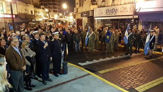 El intendente Gustavo Posse presidió la celebración patria con el tradicional chocolate caliente y el acto en el mástil del centro comercial de San Isidro.