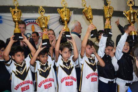 La Copa 25 de Mayo celebró el cierre con la entrega de premios en Tigre