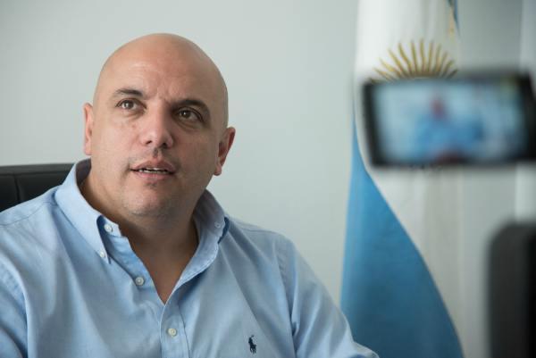 El diputado bonaerense de Cambiemos César Torres busca terminar con las ferias clandestinas y el trabajo en negro, mediante la instalación de locales en el Mercado Central de Buenos Aires.