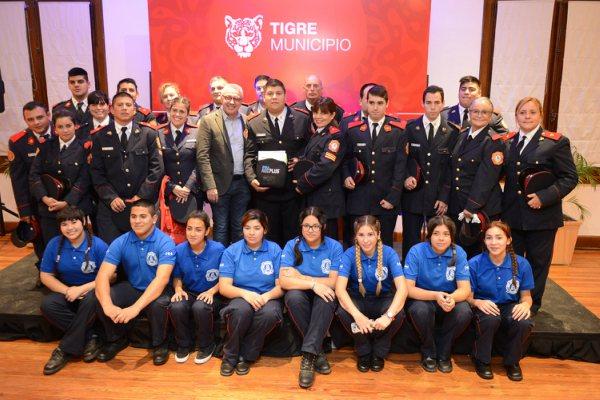 Julio Zamora agasajó en su día a los cuatro cuarteles de bomberos voluntarios de Tigre