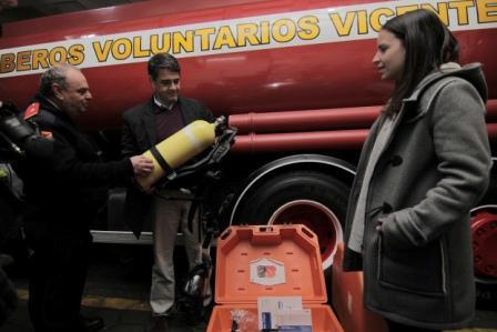 Jorge Macri entregó nuevo equipamiento a los Bomberos Voluntarios de Vicente López