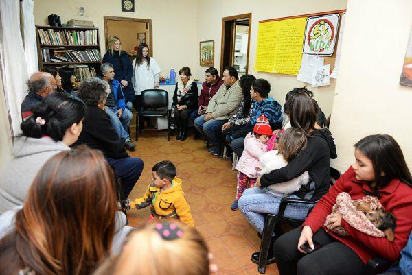 """La Secretaria de Salud Pública, Desarrollo Social y Política Ambiental, Alicia Aparicio, se reunió con familiares de aquellos integrantes del """"Centro Convivencial Terapéutico"""" que se encuentran internados en tratamiento en una granja de Pilar."""