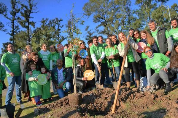 En el Día Mundial del Medio Ambiente, funcionarios municipales junto a representantes comerciales e industriales y organizaciones no gubernamentales, participaron de una nueva jornada de concientización que culminó con la plantación de árboles en el Camino de los Remeros.