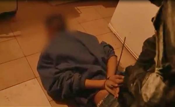 Detienen a una pareja que abusaba y explotaba sexualmente a su sobrina de 14 años en San Isidro ()