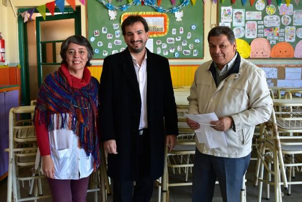 El senador provincial Sebastián Galmarini entregó sillas, mesas y pupitres a las Escuelas Nº5, de Beccar, y Nº 30, de Villa Adelina