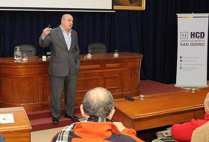 Castellano presentó un detallado informe de la gestión legislativa 2016 en San Isidro