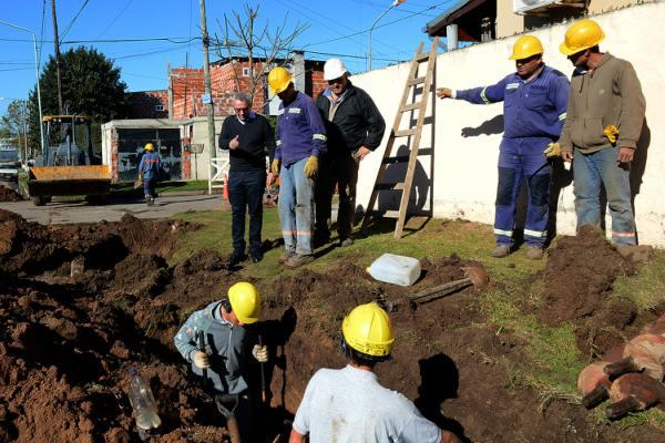 Julio Zamora supervisó las obras de agua potable en Benavídez
