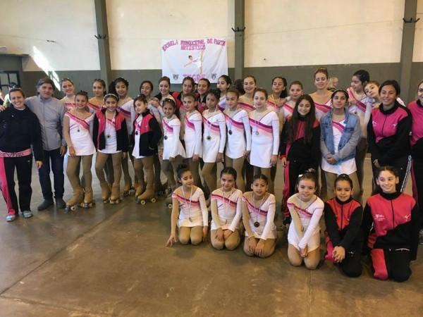 Las chicas de la Escuela Municipal de Patín Artístico se lucieron en la primera fecha del Torneo Interregional