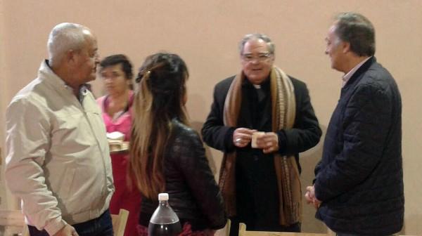 Se recorrieron las calles para dialogar con los vecinos y reforzar el compromiso social. Monseñor Ojea dio una misa en la parroquia de San Francisco de Asis. Hubo un reconocimiento a la labor de las fuerzas vivas del distrito.