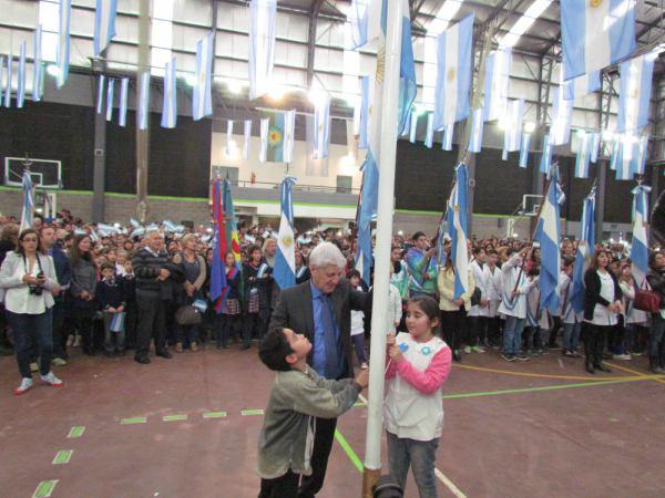 Alumnos de San Fernando prometieron lealtad a la Bandera