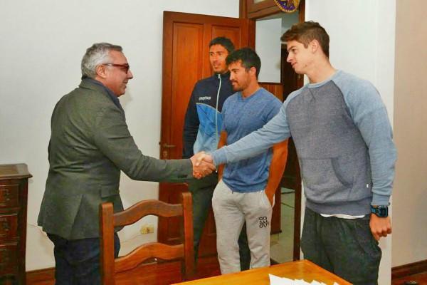 Julio Zamora visitó a la selección nacional de Canotaje antes de su viaje al mundial en República Checa