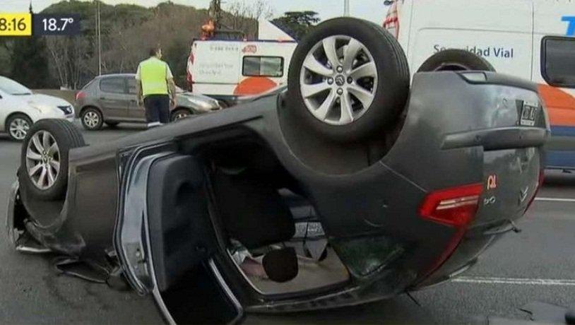 Cinco heridos en un choque múltiple entre cinco autos en la Autopista Panamericana, a la altura de San Isidro
