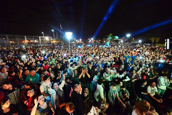 """Exponentes de la cumbia como, entre otros, Lía Crucet y el grupo mexicano """"Los Ángeles Azules"""", se presentaron ante más de 15 mil personas en el festival realizado en la Plaza Malvinas Argentinas de Virreyes."""