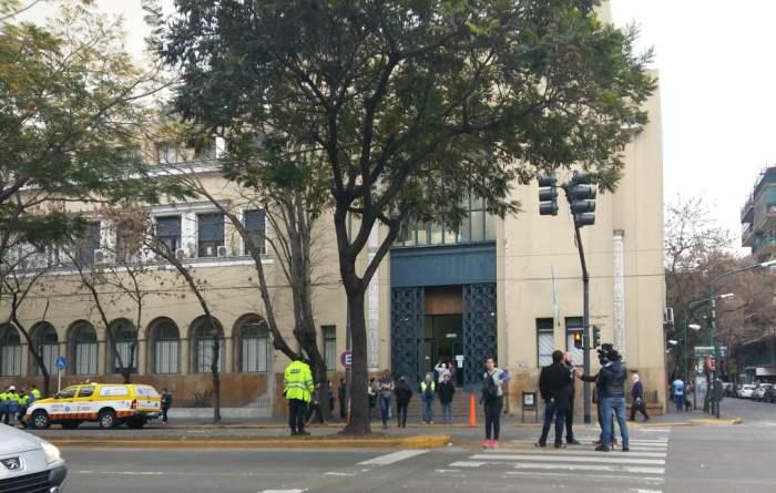 Por una amenaza de bomba, que resultó falsa, evacuaron la Municipalidad de Vicente López
