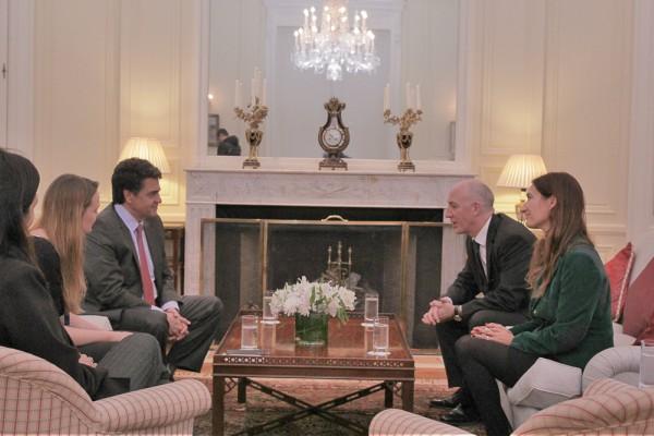 Jorge Macri y Mark Kent firmaron un acuerdo en la Residencia Británica