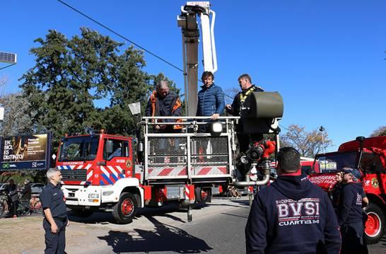 Nuevo camión hidroelevador para los Bomberos voluntarios de San Isidro