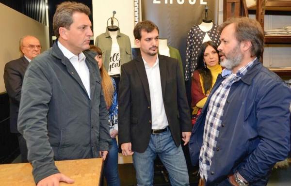 El candidato a senador de la fuerza política 1País, Sergio Massa, recorrió la empresa textil Zhoue de Villa Adelina, San Isidro, que actualmente emplea a 180 personas
