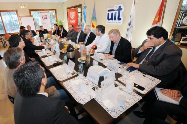 Julio Zamora se reunió con el sector productivo y académico local