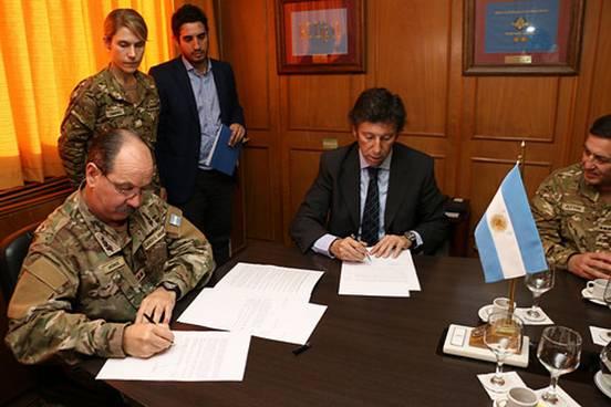 El intendente Gustavo Posse y el general Germán Monge renovaron el acuerdo que permite al personal del Patrullaje Municipal realizar prácticas para perfeccionar el manejo en el circuito del Batallón de Arsenales 601, ubicado en Boulogne.