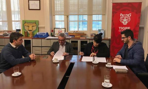 El intendente Julio Zamora firmó un convenio con la Fundación Conocimiento Abierto, para reforzar la participación ciudadana. Tigre es miembro impulsor de la Red de Municipios Transparentes de la Provincia de Buenos Aires y uno de los primeros distritos en contar con un portal de datos abiertos.
