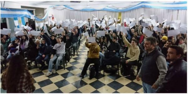 os integrantes de la Lista 4 de Unidad Ciudadana en Vicente López, encabezada por la Concejala Malena Cholakian se convocaron en un Plenario en el Club Banco Nación al que asistieron alrededor de 300 militantes