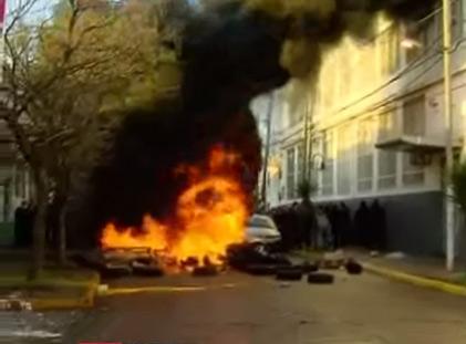 Comenzó el desalojo en Pepsico y hay enfrentamientos entre las fuerzas de seguridad y los trabajadores