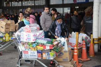 La decisión del BAPRO de ofrecer un descuento en supermercados del 50% miércoles por medio convulsionó ayer a los supermercados de La Plata y alrededores.