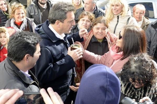 Sergio Massa, durante una recorrida en el partido bonaerense de Morón,