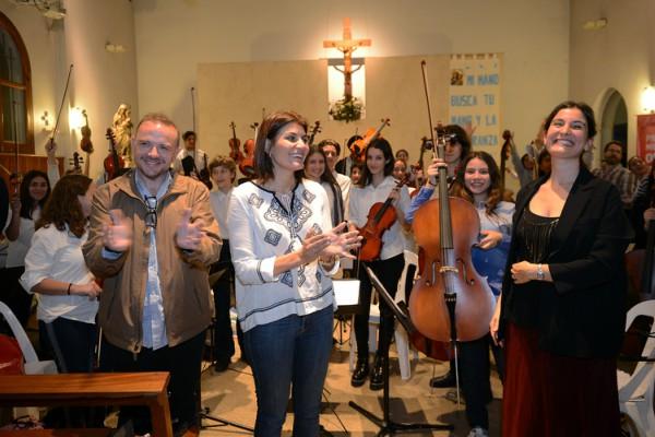 Gisela Zamora participó del primer concierto profesional de la orquesta infanto juvenil de Benavídez